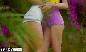 TUSHY it's only natural to gape on vacation with your best close friend