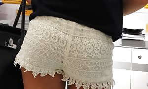 very attractive WITE DENTEL SHORT SHORTS